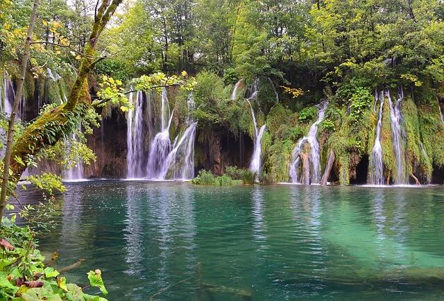 Watervallen bij de plitvice meren